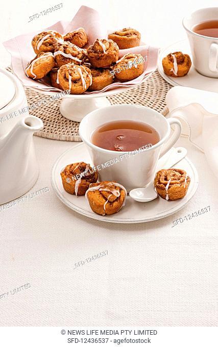 Mini cinnamon rolls, served with tea