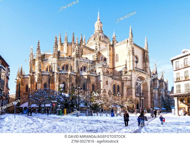 Catedral de Segovia and Plaza Mayor con nieve. Castile-Leon, Spain