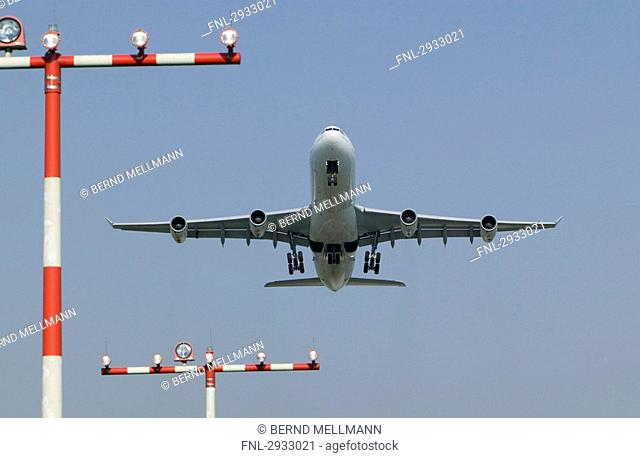 Airbus A340 landing, view from below