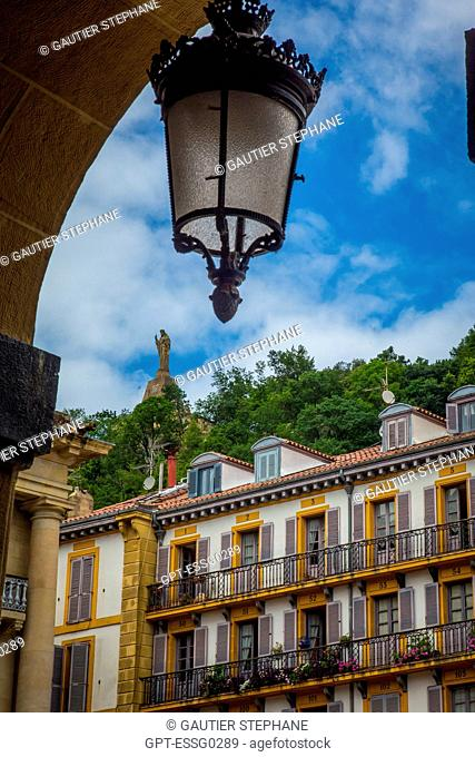 CONSTITUTION SQUARE, OLD TOWN, SAN SEBASTIAN, DONOSTIA, BASQUE COUNTRY, SPAIN