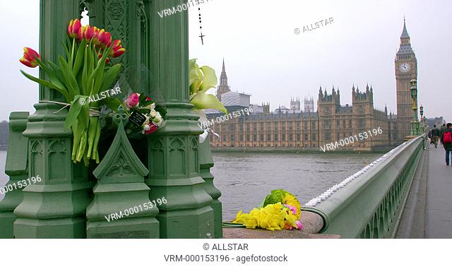 MESSAGES & FLOWERS LEFT IN MEMORY OF VICTIMS OF TERROR ATTACK; WESTMINSTER BRIDGE, LONDON; 24/03/2017