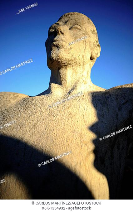 Escultura, monumento a la sardana, danza típica Catalana, Montjuïc, Barcelona, Catalunya, España