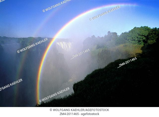 ZIMBABWE, VICTORIA FALLS, ZAMBEZI RIVER, RAINBOW