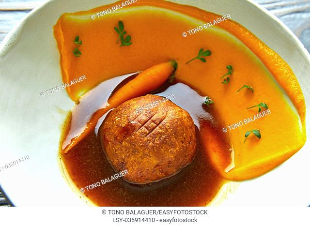 Dumpling of old cowtail with creamy carrot and its juice