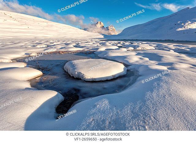 Europe, Italy, Veneto, Belluno. Mondeval snowy with the icy Lake of Baste, Dolomites