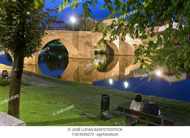 Cabe river and Ponte Vella at night, Monforte de Lemos, Lugo province, Region of Galicia, Spain, Europe