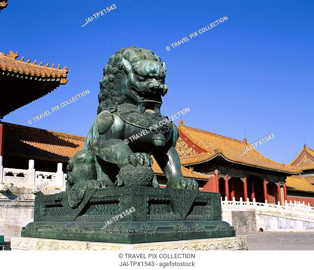 Palace Museum / Forbidden City / Bronze Lion Statue / Ming & Qing Dynasty, Beijing, China