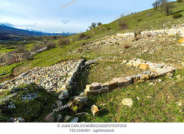 Calzada Romana, Castro de las Rabas, Celada Marlante, Campoo de Enmedio, Cantabria, Spain, Europe