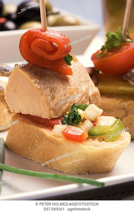 'Montaditos' of tuna