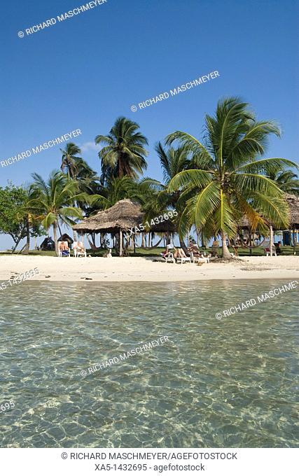 Tourists enjoying the sun, Yandup Island, San Blas Islands also called Kuna Yala Islands, Panama