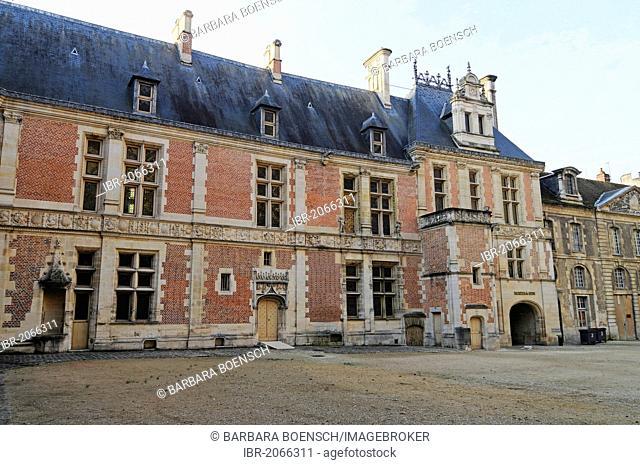 Synodal Palace, bishop's palace, museum, Sens, Yonne, Bourgogne, Burgundy, France, Europe, PublicGround