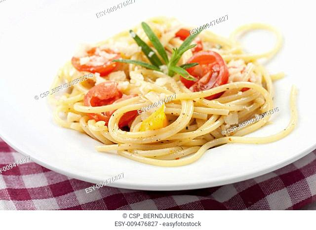 spaghetti with tomato, cheese and basil