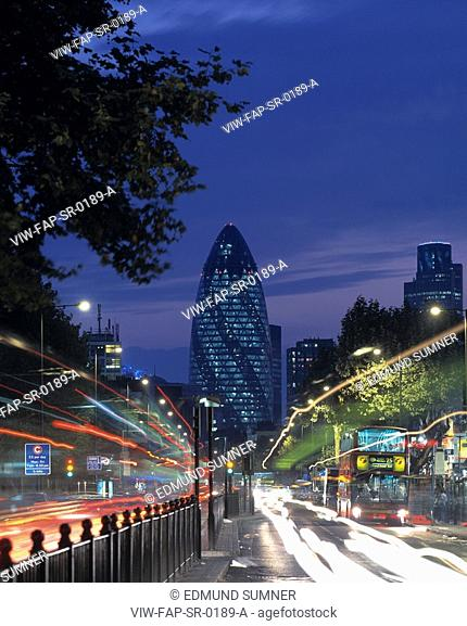 SWISS RE, 30 ST MARY'S AXE, LONDON, EC3 FENCHURCH, UK, FOSTER & PARTNERS, EXTERIOR, DUSK VIEW FROM EAST LONDON