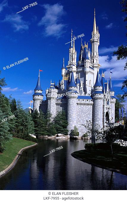 Cinderella's Castle under blue sky, Magic Kingdom, Disneyworld, Orlando, Florida, USA, America