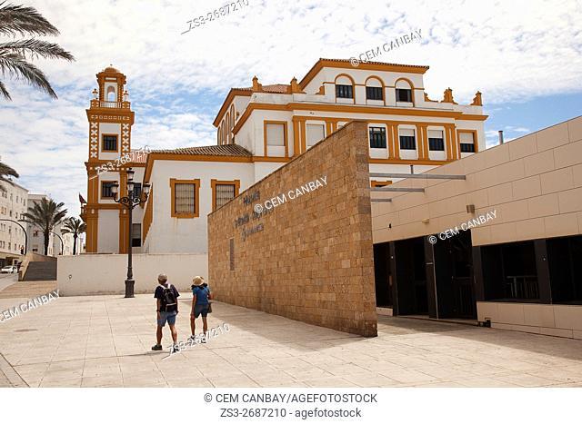 Tourists in front of the Edificio de Colegio de Educacion Infantil y Primaria in Campo del Sur Avenue, Atlantic Ocean, Cádiz City, Andalusia, Spain, Europe