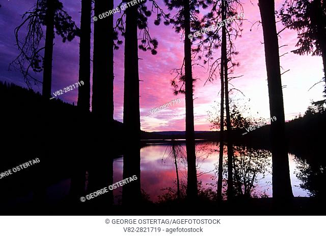 Sunrise on Suttle Lake, Deschutes National Forest, Oregon