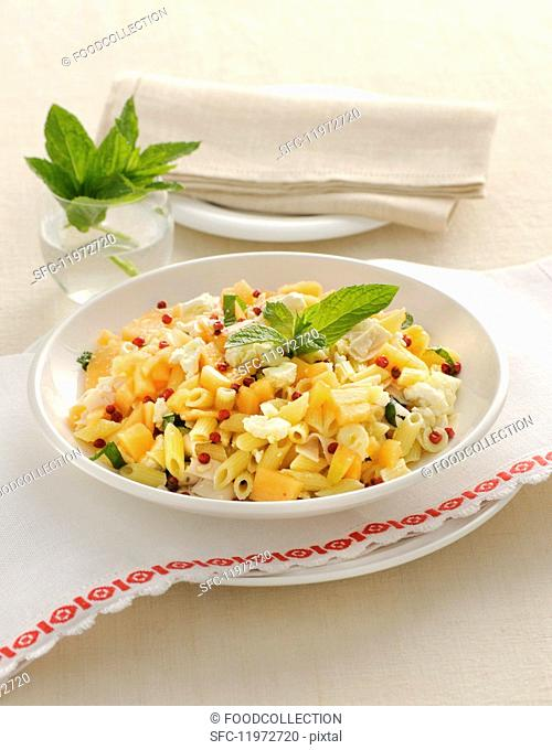 Pasta with melon and turkey