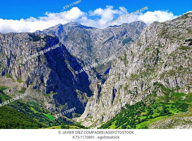 Bulnes. Concejo de Cabrales. Picos de Europa National Park. Asturias. Spain