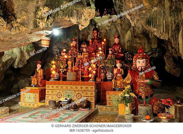 Altar in the Chua Ban Long, pagoda near Ninh Binh, dry Halong Bay, Vietnam, Southeast Asia