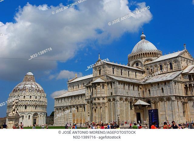 Pisa, Baptistery, Cathedral, Duomo, Piazza del Duomo, Cathedral Square, Campo dei Miracoli, UNESCO world heritage site, Tuscany, Italy