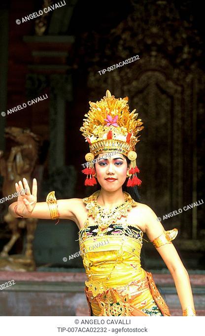Indonesia, Bali, Ubud, Ramayana dance, Balinese dancer
