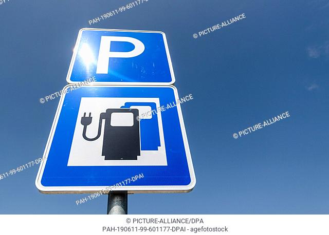 11 June 2019, Saxony, Wilsdruff: Signs for parking lots with charging stations for electric cars are located at the first fast charging park at the motorway...