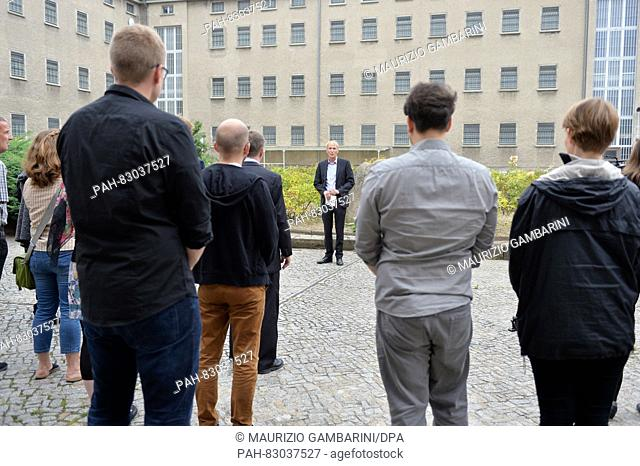 Hubertus Knabe, director of the Stasi prison memorial site Berlin-Hohenschoenhausen, commemorates the victims of Stalinism and Nazism with a wreath laying in...