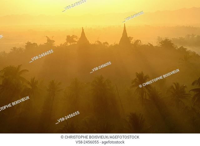 Myanmar, Rakhine State, Mrauk U, Sunset on top of Haridaung pagoda
