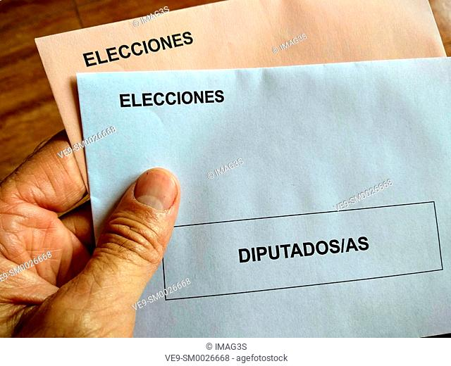 Electoral envelopes to vote in the Spanish general elections ('elecciones'), where the members of the congress ('diputados' in Spanish) and those of the senate...