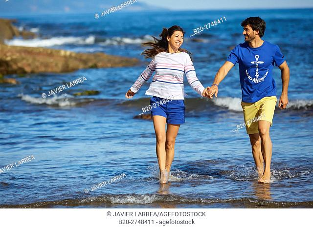 Couple on the beach, Algorri, Zumaia, Gipuzkoa, Basque Country, Spain, Europe