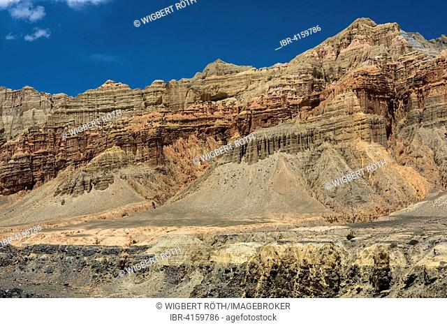 Mountains, rock formations, eroded landscape of different colours depending on the mineral composition of the terrain, Ghemi, Mustang, former kingdom of Mustang
