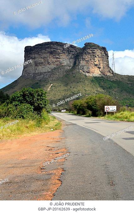 Highway BR-242 in the region of the Chapada Diamantina National Park in the background Morro do Pai Inácio, Palmeiras, Bahia, Brazil, 04.2016