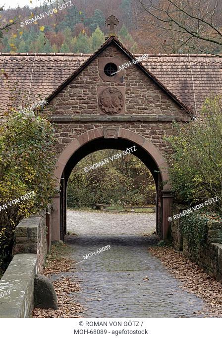 Ehemalige Zisterzienserinnenkloster Himmelthal im Spessart. Gegründet 1232. Heutige Kirche von 1753. Heute Elsava-Schule. Torhaus im Westen