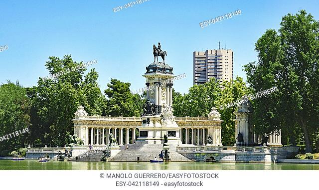 Pond in the park of El Retiro, Madrid, Spain