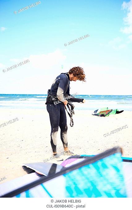 Kite surfer making preparations on beach, Hornbµk, Hovedstaden, Denmark
