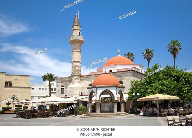 Kos Stadt, Eleftheriasplatz mit Defderdar-Moschee Kos town, with Eleftheria square and Defderdar Mosque