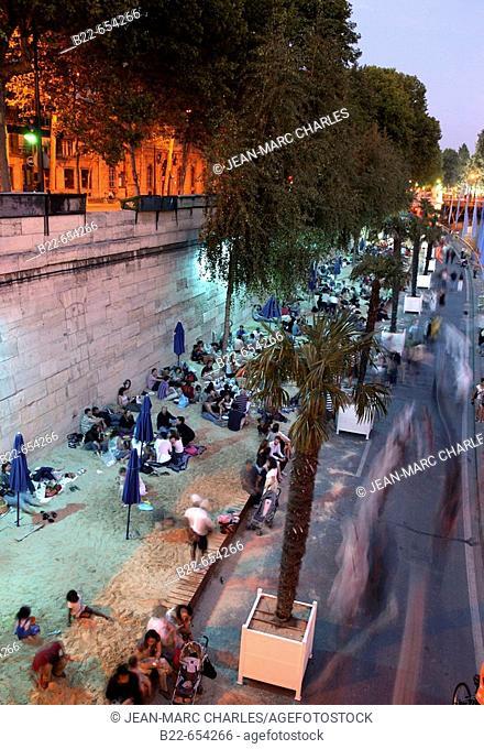 Quai du Louvre, Sully 'Paris Plage '. From 20 July to 20 August. 2007. Paris. France