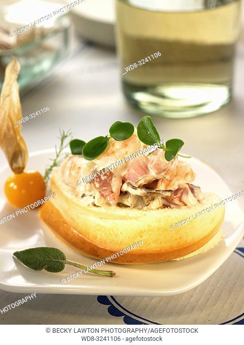 montadito de jamon iberico, langostinos y setas