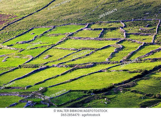 Ireland, County Kerry, Dingle Peninsula, Slea Head Drive, Dunquin, village view