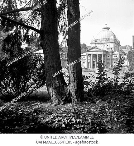 Blick auf das Kaiser Wilhelms Bad in Bad Homburg, Deutschland 1930er Jahre. View to the Kaiser-Wilhelms-Bad at Bad Homburg, Germany 1930s