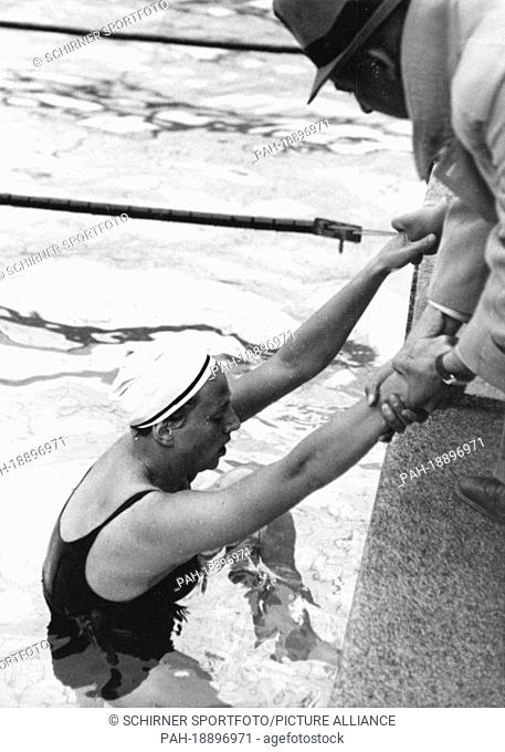Gold medal winner Dina Senff (Netherlands) during the Summer Olympics in Berlin, in August 1936. With a time of 1:18.9 minutes