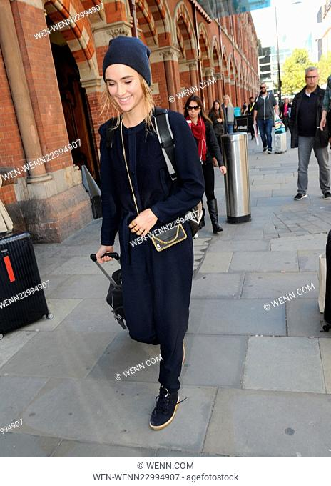 Suki Waterhouse seen out in London at St Pancras railway station. Featuring: Suki Waterhouse Where: London, United Kingdom When: 08 Oct 2015 Credit: WENN