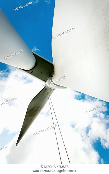 Maintenance work on the blades of a wind turbine