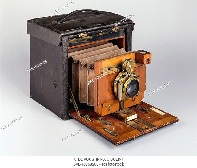 N 5 Kodak Folding 127x178 mm camera, manufactured by Frank Brownell for the Eastman Kodak Company in 1893, United States, 19th century