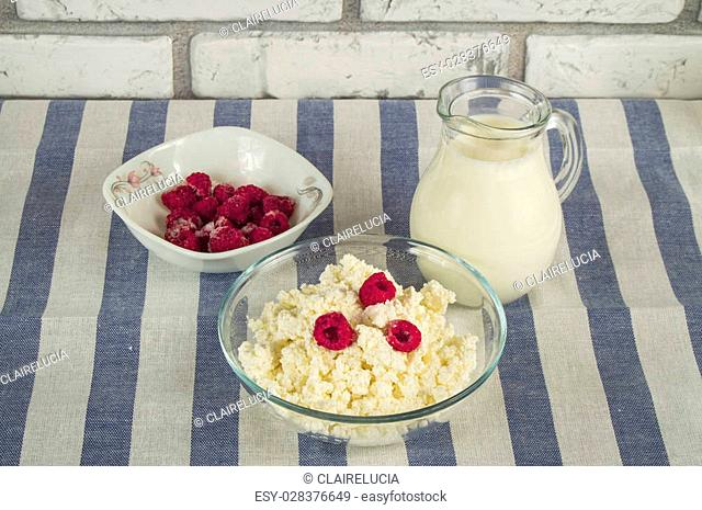 diet cottage cheese with fresh raspberries and milk