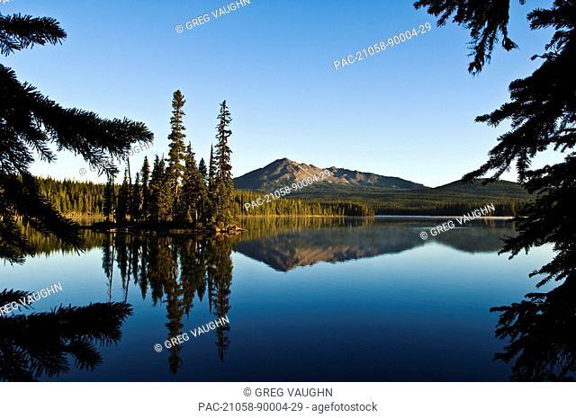 Oregon, Cascade Mountains, Summit Lake and Diamond Peak