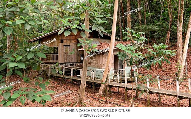 Malaysia, Sarawak, Lubok Antu, Borneo, wooden hut in Batang Ai National Park