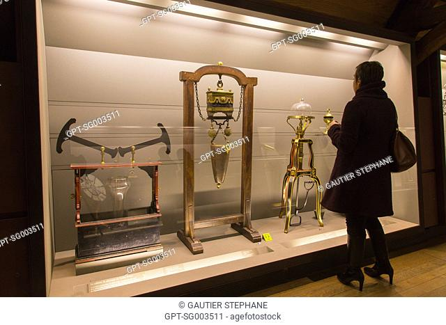 ABBE NOLLET'S CABINET OF PHYSICS, APPARATUS FOR STUDYING THE TRANSMISSION OF PRESSURE IN LIQUIDS, BIG NATURAL MAGNET AND PNEUMATIC MACHINE FROM THE END OF THE...