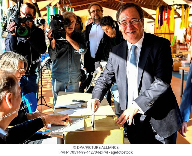 dpatop - The top candidate of the CDU, Armin Laschet, casts his ballot for the North Rhine-Westphalian state elections in Aachen, Germany, 14 May 2017