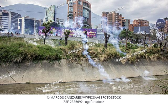 """""""""""""""""""""""The Bolivarian National Guard (GNB) repressing the demonstrators. """""""" Opponents march once more through the streets and freeways of Caracas against the..."""